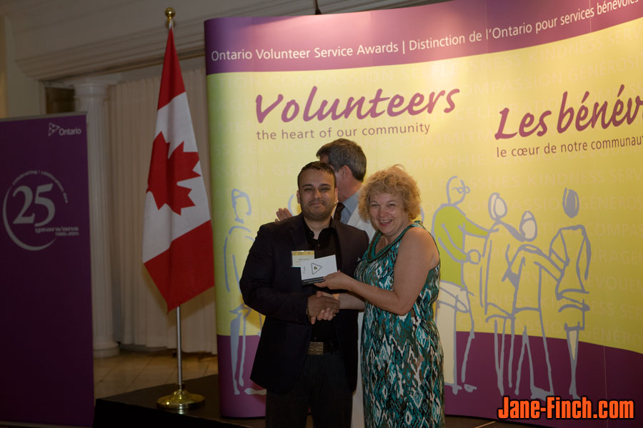 Mark Dezilva receives the 2011 Ontario Volunteer Service Award in Toronto
